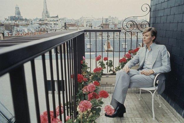 [Bowie in Paris, 1977. Photograph: Christian Simonpietri]