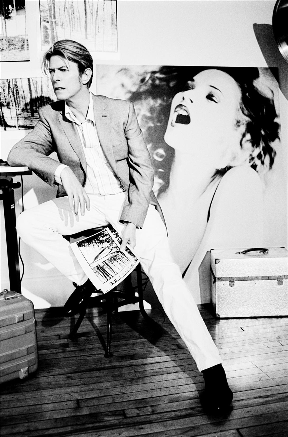 [photo by Ellen von Unwerth, Oct. 2003]