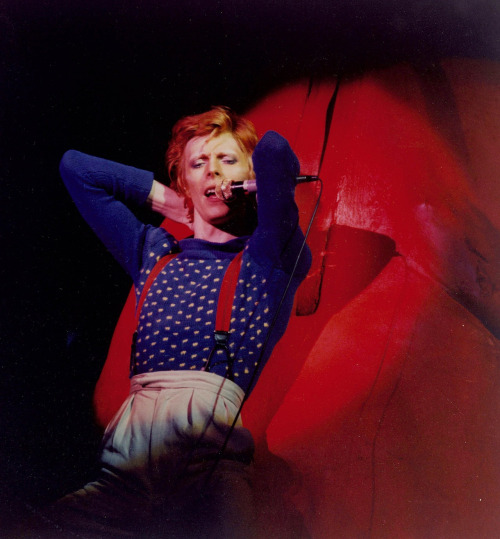 May 05, 1975; Los Angeles, CA, USA; (FILE PHOTO, Date Unknown) DAVID BOWIE performing live in this undated photo.. (Credit Image: John Rowlands/ZUMAPRESS.com)