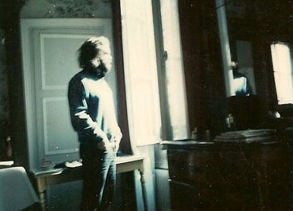 [Goodbye America – (written by Jim Morrison; read by Johnny Depp) (photo, one of the last known of Morrison, a poloroid shot within his paris apt., March-June, 1971)]